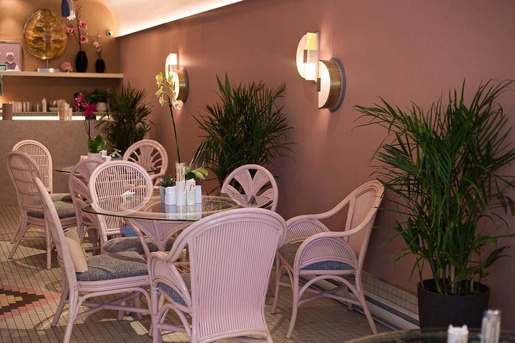 Kamehameha - pink chairs