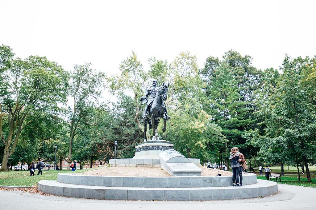 Statue in Queen's